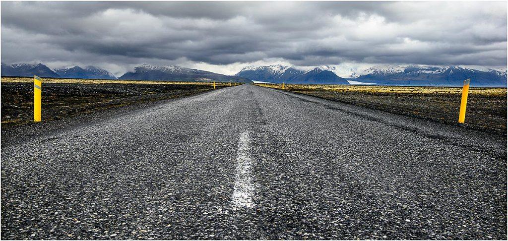 Weg 1 met aan de horizon de Vatnajökull (IJsland, mei 2016)
