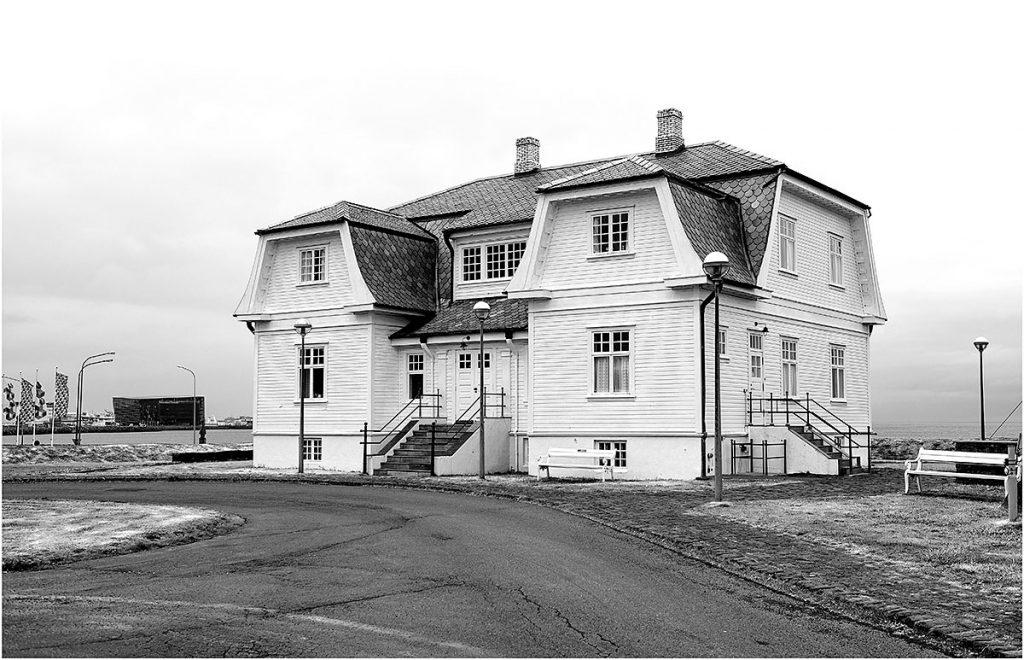Hofdi-huis, Reykjavik (vooral bekend van de topontmoeting tussen presidenten Reagan en Gorbatsjov in 1986)