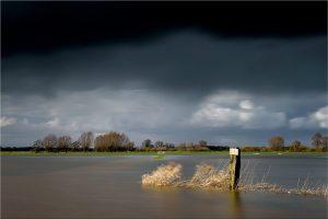 Bronkhorst, hoog water in de uiterwaarden van de IJssel (27-2-2020) Nikon D750; ISO100; 15sec.; f/11; 48mm. [FB0_0386]