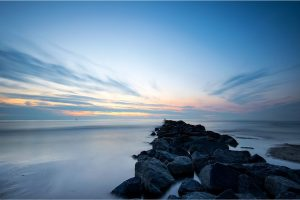 Texel, de golfbreker in de Noordzee bij de vuurtoren [TX0_0220www]